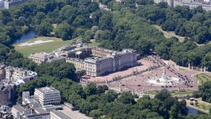 Buckingham Palace and The Mall. (Invicta Kent Media/Shutterstock)