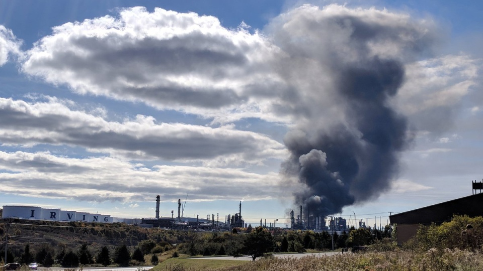 Smoke continues to pour into the sky from the Saint John refinery, Monday, Oct. 8, 2018. (Laura Lyall / CTV News)