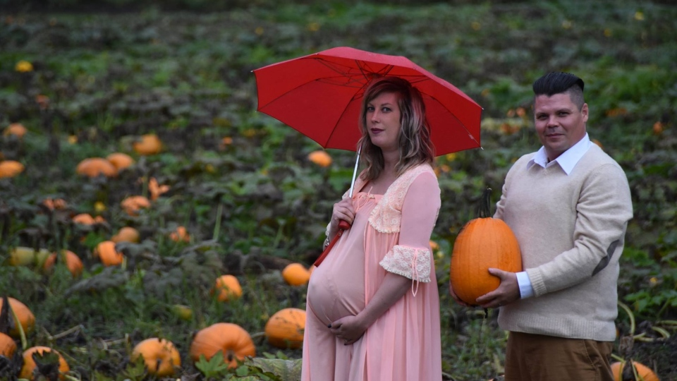 Todd Cameron and his wife Nicole's maternity photoshoot went viral after it was shared on Facebook. (Li Carter)