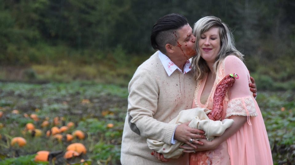 The couple pretended to lovingly embrace the alien creature in the photos. (Li Carter)