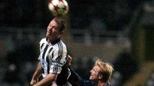Newcastle's Alan Shearer (L) and SC Heerenveen's Petter Hansson jump for the ball during their UEFA Cup football match. (PAUL BARKER / AFP)