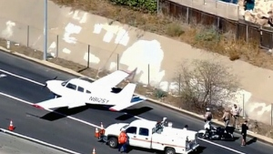 Caught on cam: Plane lands on California highway