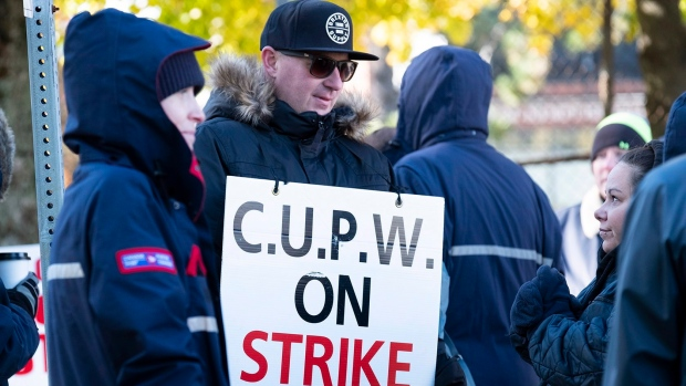 Canada Post Workers Now On Rotating Strike