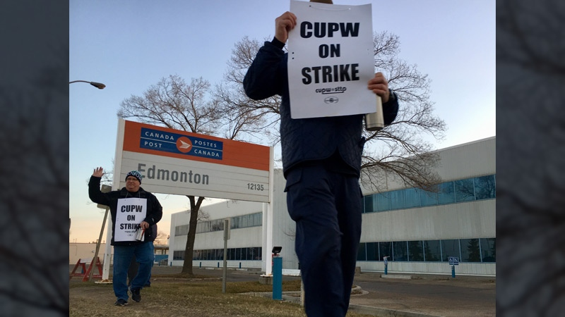 Canada Post workers on the picket line outside of a processing facility on 121 Ave. and 149 St. in Edmonton on Monday, Oct. 22, 2018.