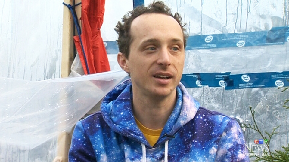 YouTuber Kurtis Baute is locking himself in a small, air-tight greenhouse for the next three days to educate people about climate change.