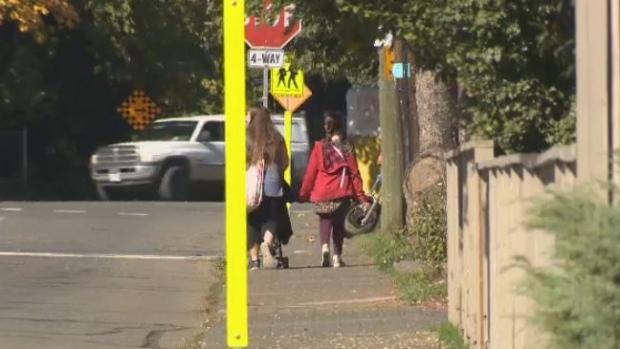 children walking school generic