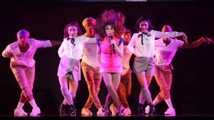 Singer and dancer Paula Abdul performs at Caesars Windsor in Windsor, Ont., on Thursday, Oct. 25, 2018. (Melanie Borrelli / CTV Windsor)