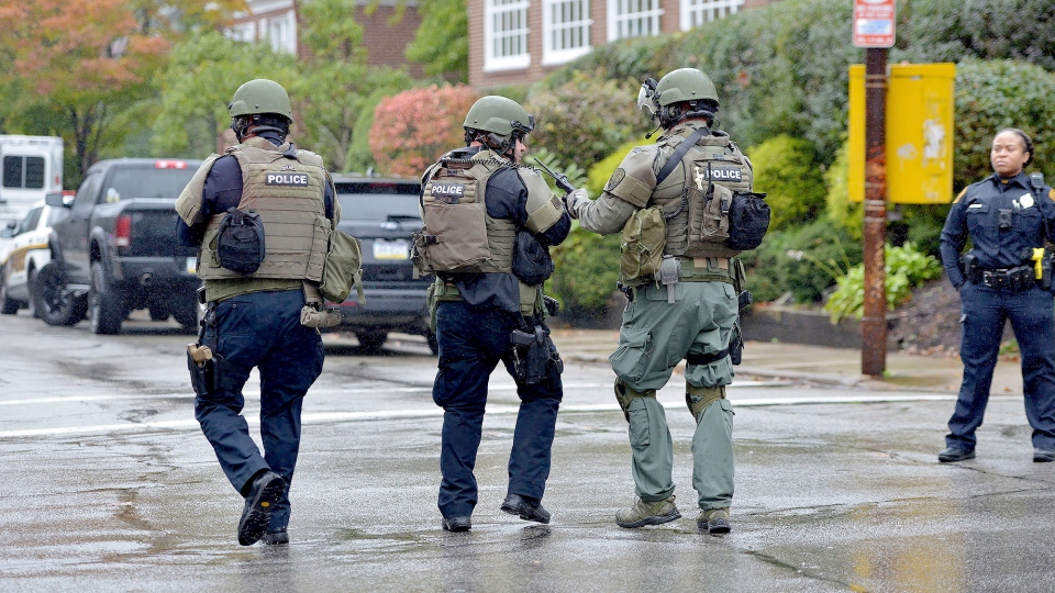 Police respond to an active shooter situation at the Tree of Life synagogue on Wildins Avenue in the Squirrel Hill neighborhood of Pittsburgh, Pa., on October 27, 2018. (Pam Panchak/Pittsburgh Post-Gazette via AP)