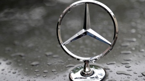 A July 28, 2017 file photo shows the logo of German car manufacturer Mercedes-Benz in Munich, Germany. The U.S. government is investigating German automaker Mercedes-Benz, alleging that is has been slow to mail safety recall notices and file required reports involving recalls of over 1.4 million vehicles. Mercedes says in a statement issued Saturday, Oct. 27, 2018 that it makes every effort to ensure recall campaigns and customer notifications are done in a timely manner. (AP Photo/Matthias Schrader, File)