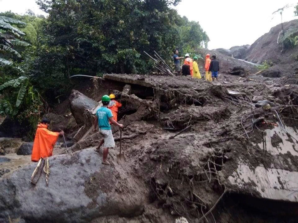 In this image provided by the Department of Public Works and Highways, Mountain Province District Engineering Office, rescuers dig through the earth to search for survivors after a massive landslide in Natonin township, Mountain Province in northern Philippines Wednesday, Oct. 31, 2018. (DPWH MPDSEO via AP)