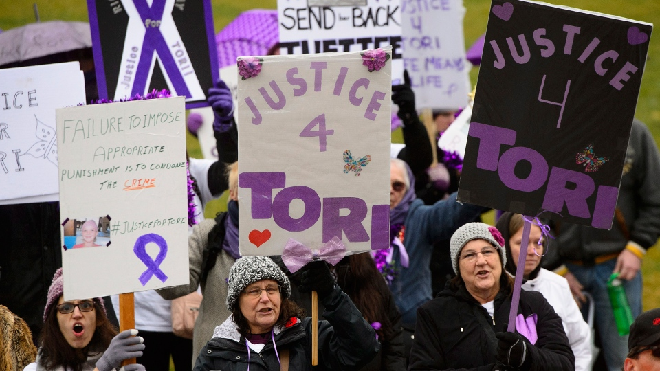 Supporters take part in a 'Justice for Tori' protest on Parliament Hill in Ottawa on Friday, Nov. 2, 2018. (Sean Kilpatrick / THE CANADIAN PRESS)