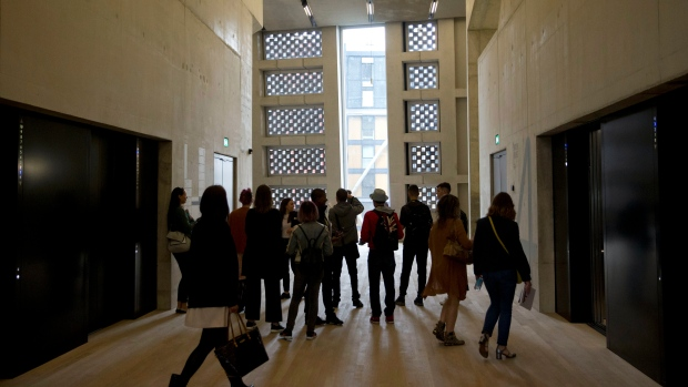 U K Neighbours Accuse Tate Modern Of Invading Their Privacy
