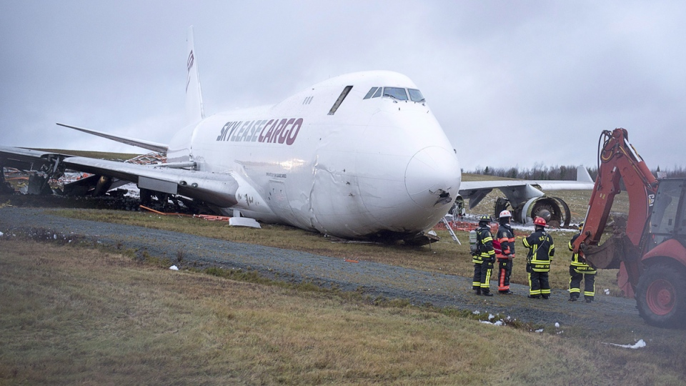 A SkyLease Cargo plane skidded off a runway at Halifax Stanfield International Airport and stopped near a road early on Nov. 7, 2018. (Andrew Vaughan / CANADIAN PRESS)