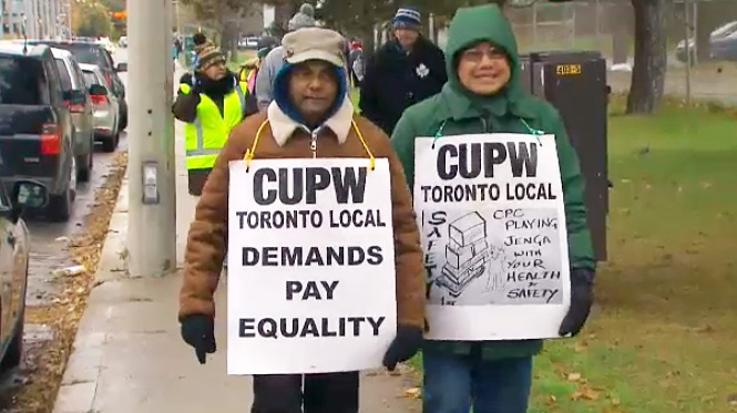 Canada Post workers strike in Toronto on Nov. 7, 2018.