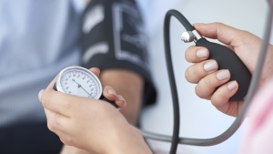 Young adults with high blood pressure may have a higher risk of cardiovascular disease later in life, according to new research. (stockvisual / Istock.com)