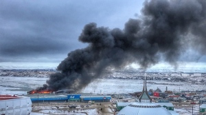 Smoke rises above Iqaluit following a fire at the Northmart store on Thursday, Nov. 8, 2018. (Jeff Maurice / Twitter)