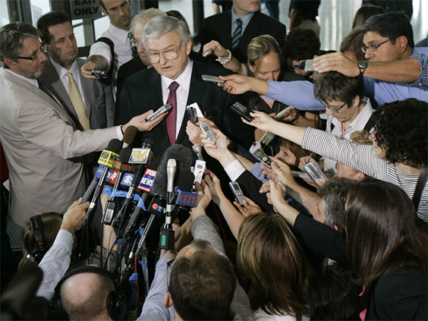 Attorneys for Conrad Black, former head of the Hollinger International Inc. newspaper empire, Edward Greenspan, and Ed Genson, left, address the media at the federal building in Chicago on July 13, 2007, (AP / M. Spencer Green)