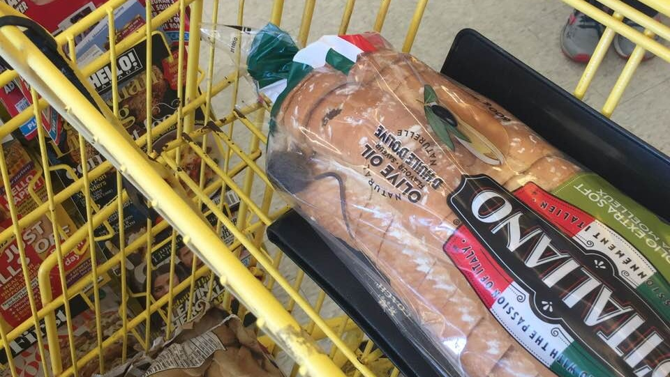 A live mouse was reportedly found inside a bag of bread at a No Frills store in Hamilton, Ont. on Nov. 6, 2018. (Michelle Hill/ Facebook)