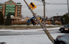 A car hit a light pole at Bank and Hunt Club Monday Nov. 12, 2018, knocking out power to hundreds of customers. (Hydro Ottawa)