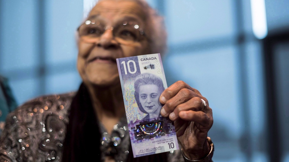 Wanda Robson, sister of Viola Desmond, holds the new $10 bank note featuring Desmond during a press conference in Halifax on Thursday, March 8, 2018. (THE CANADIAN PRESS/Darren Calabrese)