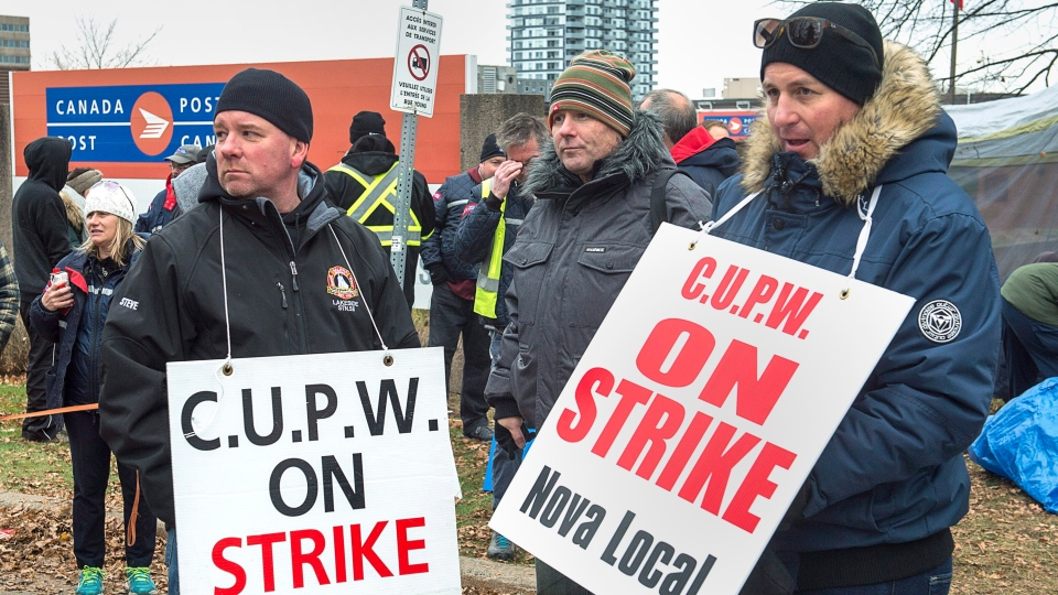 Canada Post workers walk the picket line as a rotating strike continues in Halifax on Tuesday, Nov. 13, 2018. THE CANADIAN PRESS/Andrew Vaughan