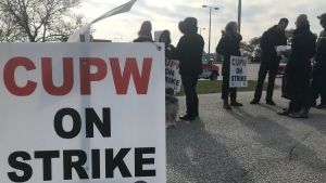 Canada Post workers on strike in Windsor, Ont., on Wednesday, Nov. 14, 2018. (Angelo Aversa / CTV Windsor)