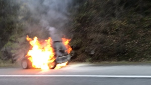 Witnesses said the car was in the southbound lane of the Malahat near the summit at Split Rock. Nov. 15, 2018. (Twitter/@thegreekdefense)