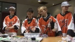 Peewee hockey players help out