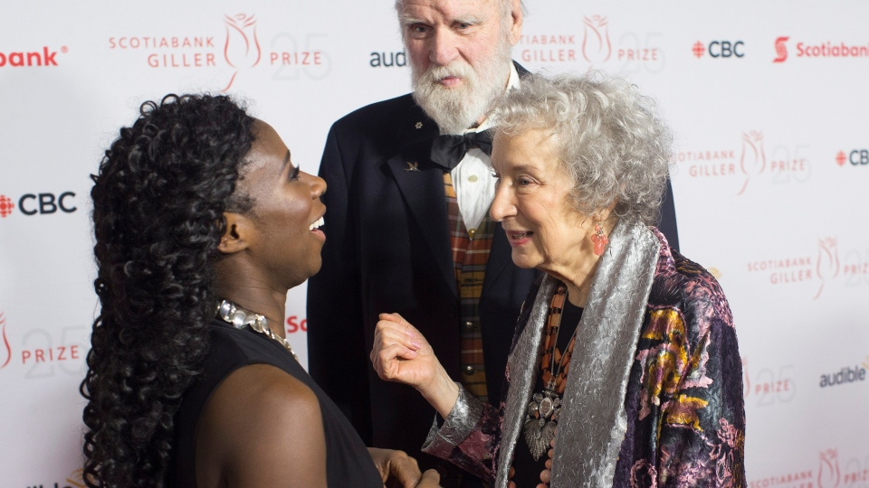 Giller Prize winner Esi Edugyan, left, chats on the red carpet with Margaret Atwood and Graeme Gibson at the Scotiabank Giller Bank Prize gala in Toronto on Monday, November 19, 2018. (THE CANADIAN PRESS/Chris Young)