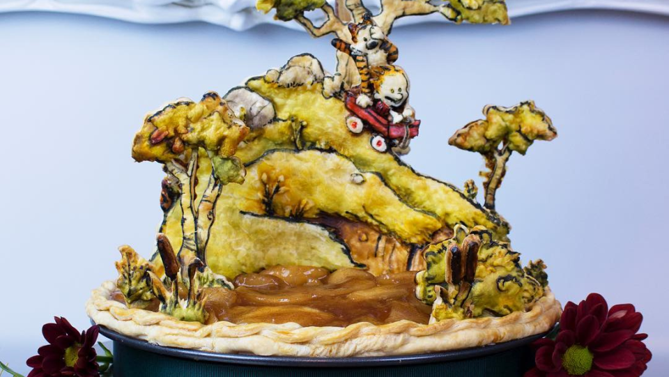 Jessica Leigh Clark-Bojin turns ordinary pies into stunning works of art. (@thePieous/Instagram)