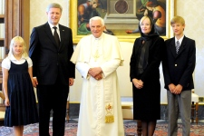 Prime Minister Stephen Harper and his family pose for a photo with Pope Benedict XVI during a private audience at the Vatican, on Saturday, July 11, 2009. (AP / Tiziana Fabi, POOL)