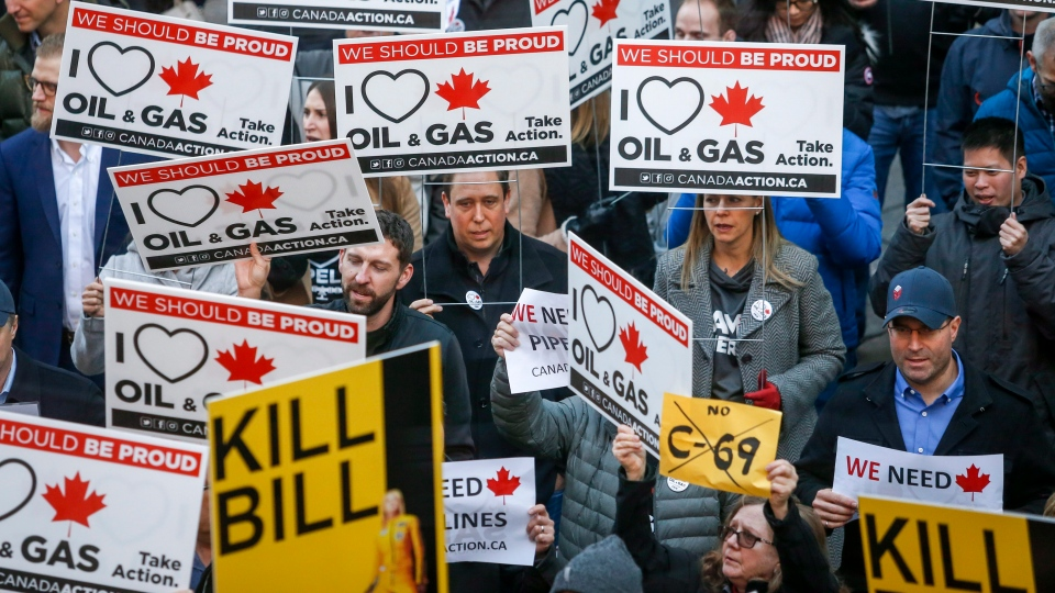 Pro-pipeline protesters gather and chant slogans outside a venue where Federal Finance Minister Bill Morneau was speaking in Calgary, Alta., Tuesday, Nov. 27, 2018.THE CANADIAN PRESS/Jeff McIntosh