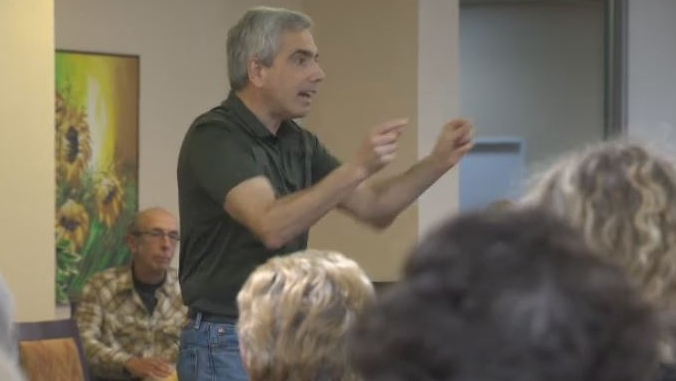 Jack Boomer, director of the Arbutus Singers, conducts a rehearsal. (CTV Vancouver Island)