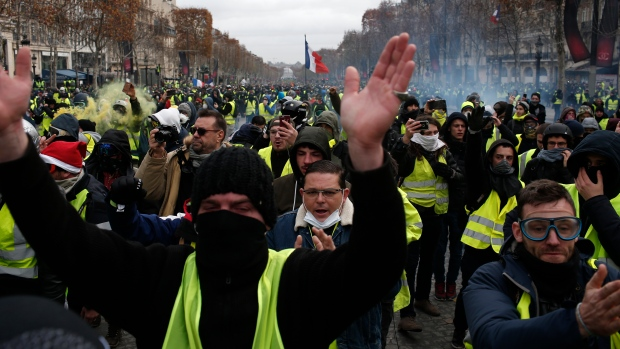 France detains 1,220 after anti-govt protests