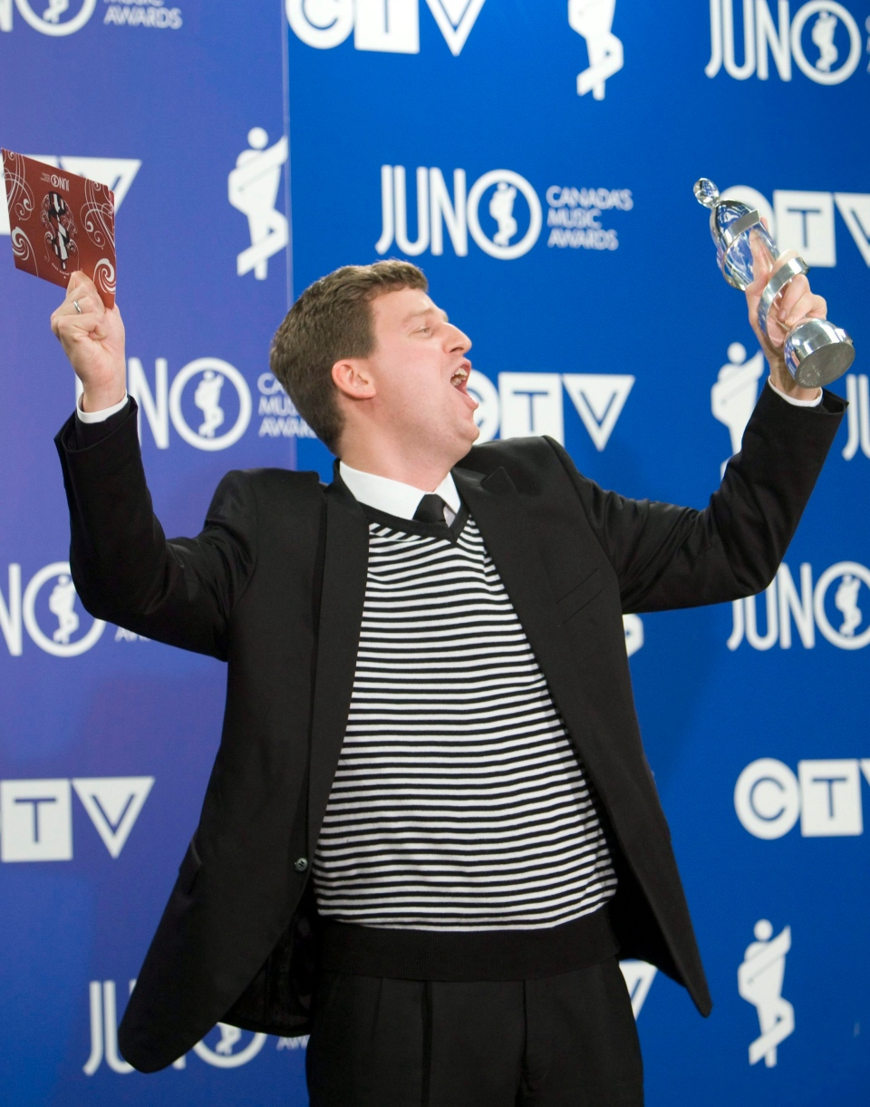 James Ehnes poses with his Juno award for Classical Album of the Year during the Juno Gala Awards in Calgary Saturday, April 5, 2008. THE CANADIAN PRESS/Jonathan Hayward
