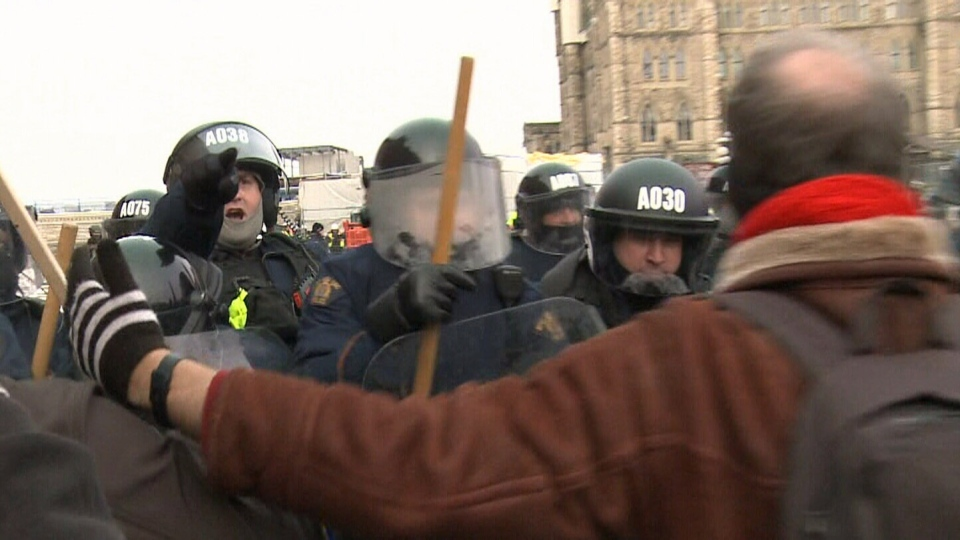 Police in riot gear seperate pro- and anti-migration protesters on Parliament Hill in Ottawa on Dec. 8, 2018. (CTV Ottawa)