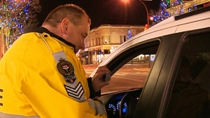 Impaired driver hands gives hamburger to cops