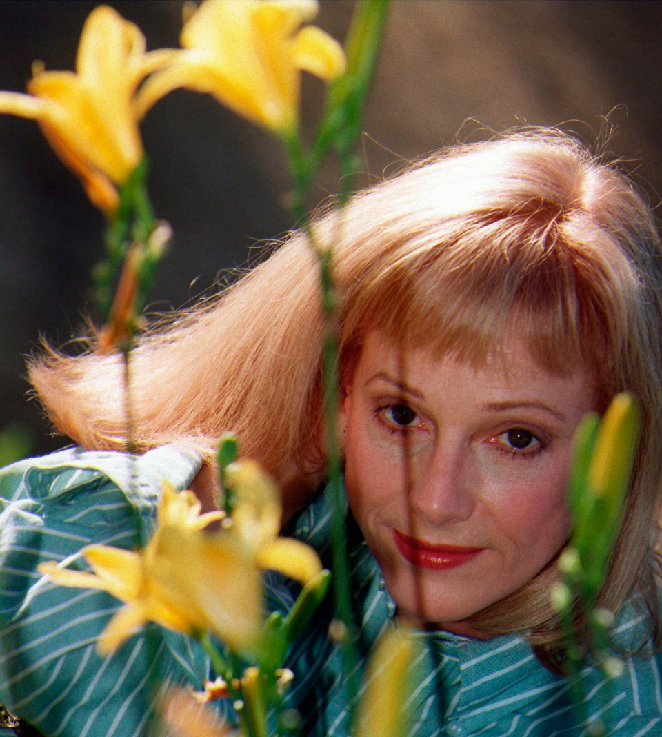 Actress/director/author Sondra Locke poses for a photograph at a garden in Beverly Hills, Calif., Nov. 1, 1997. (AP Photo/ Damian Dovarganes)