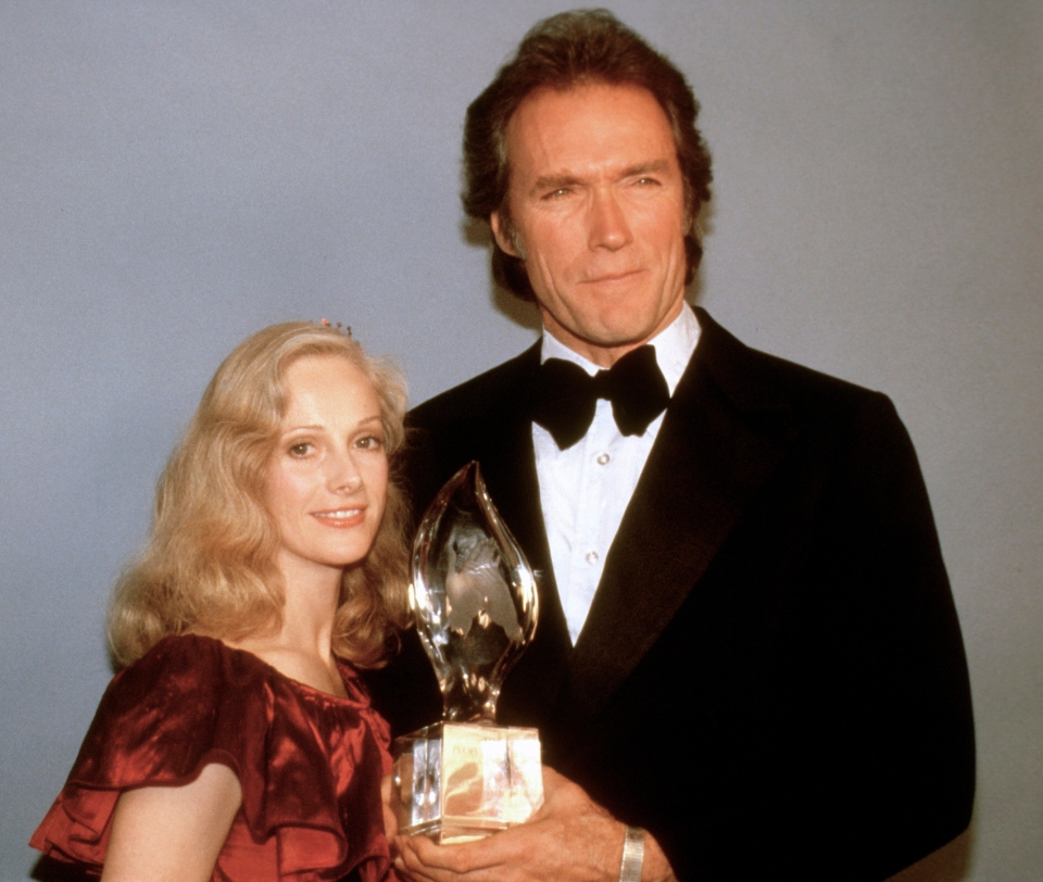 Clint Eastwood poses with his then-girlfriend Sondra Locke, left, and his People's Choice Award for favorite motion picture actor in Los Angeles, March 5, 1981. (AP Photo)