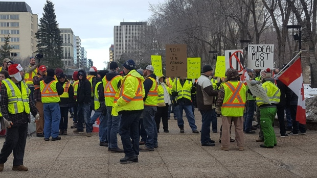 Tensions run high at Edmonton 'yellow vest' rally