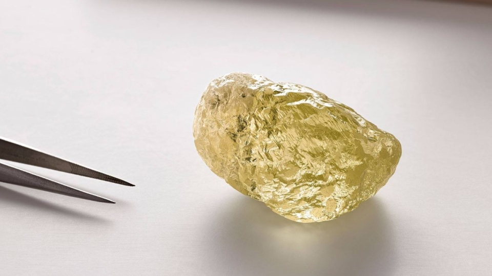 Dominion Diamond Mine said it has unearthed the biggest diamond ever found in North America. The 552-carat yellow diamond was discovered in Diavik Diamond Mine, 218 kilometres south of the Arctic Circle. (Image courtesy of Dominion Diamond Mines)