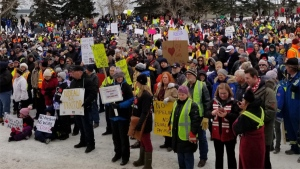 A rally in support of Alberta's oil industry drew hundreds of supporters. (Photo: Rally4Resources/Facebook)