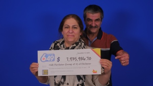 Nabi Kurdistan and Tawfik Sindy of Kitchener accepting their cheque. (Source: OLG)