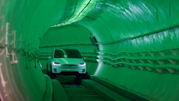 Vegas tunnel trading system