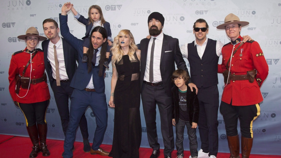 Walk Off The Earth arrives on the red carpet at the Juno awards in Calgary on April 3, 2016. THE CANADIAN PRESS/Jeff McIntosh