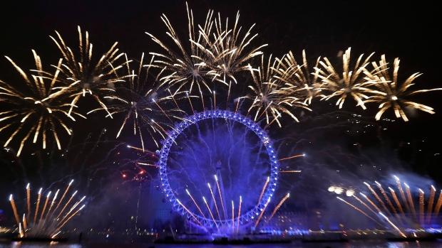 London Eye morphs into EU flag during NYE fireworks extravaganza