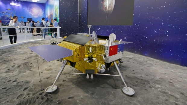 Chinese craft lands on dark side of the moon