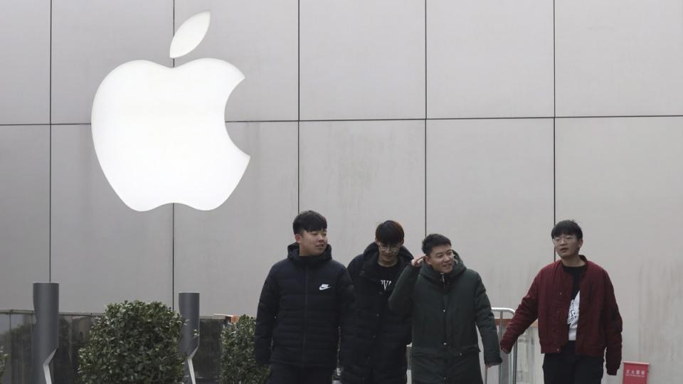 Walking past the Apple logo in Beijing, China, on Jan. 3, 2019. (Ng Han Guan / AP)