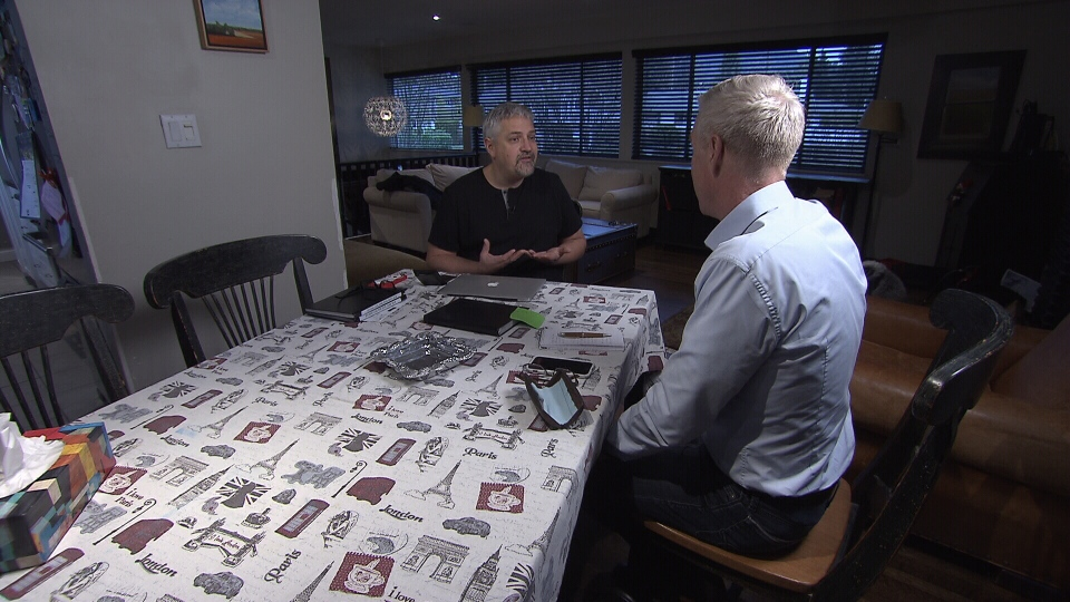 Robert Darch explains how he became a victim of identity theft to Ross McLaughlin. (CTV)