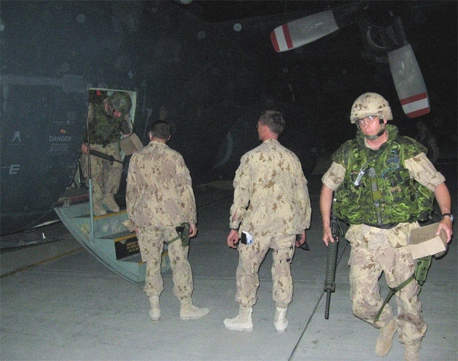 The first group of soldiers from Quebec arrive in Kandahar, Afghanistan on July 17, 2007. (CP / Stephanie Levitz)